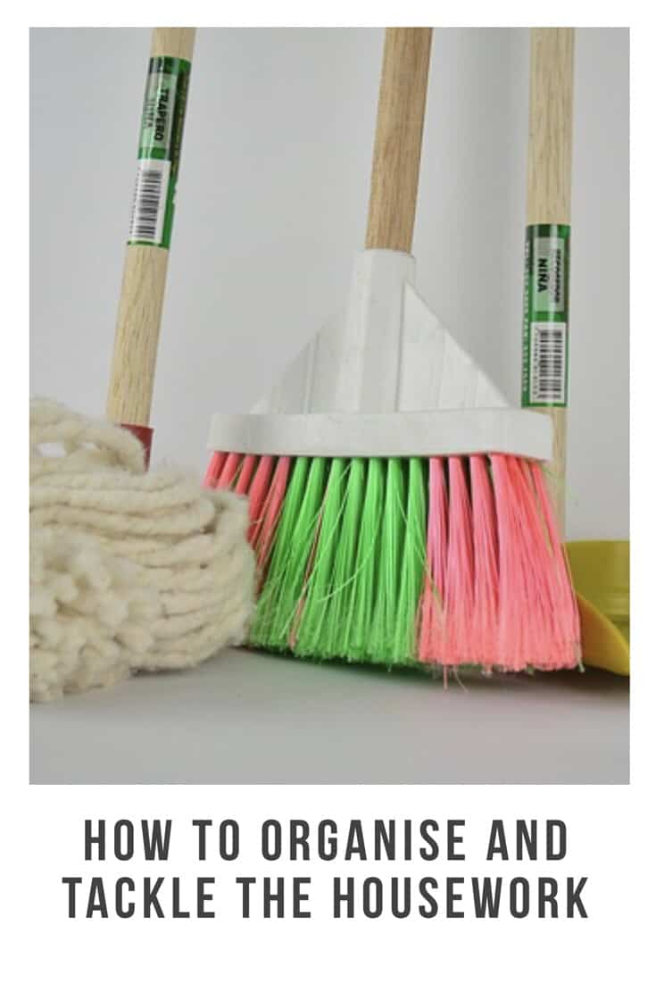 Keeping on top of the house and looking after the kids can be hard. Here are my top ways to keep on top of the house work #housework #hacks #organised #keepontop