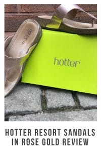 After my mom broke her ankle she found it hard to find shoes that were comfy and stylish. That was until she discovered these Hotter resort sandals #hottershoes #sandals #flats #capsulewardrobe #summershoes #rosegold