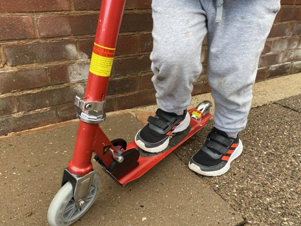 Easily to fold scooter