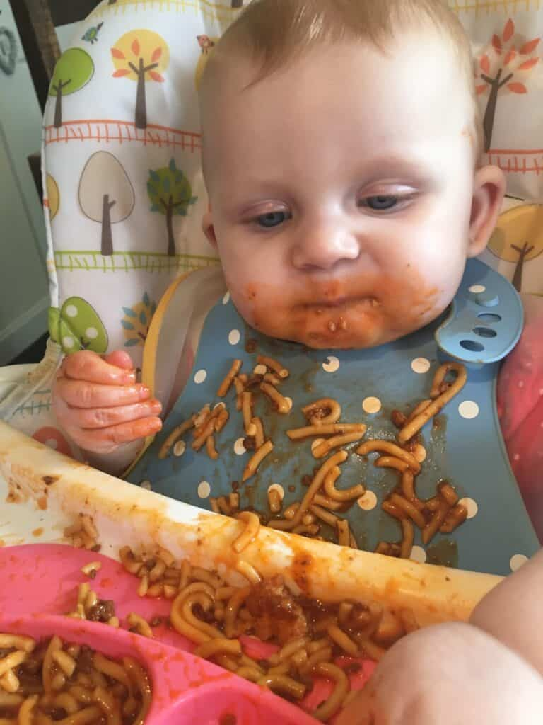 How to wean babies with baby led weaning. Weaning your baby